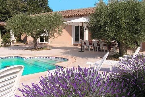 Villa nos 3 l for Esthetic center salon de provence